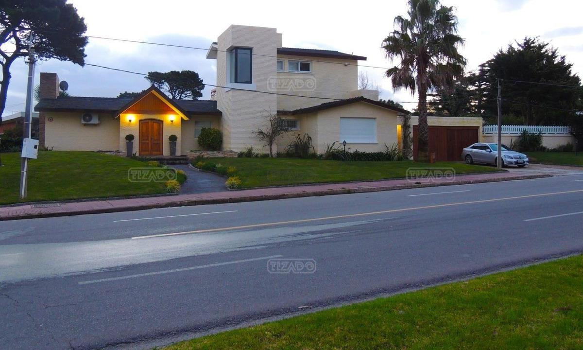 casa chalet  en alquiler ubicado en playa mansa, punta del este
