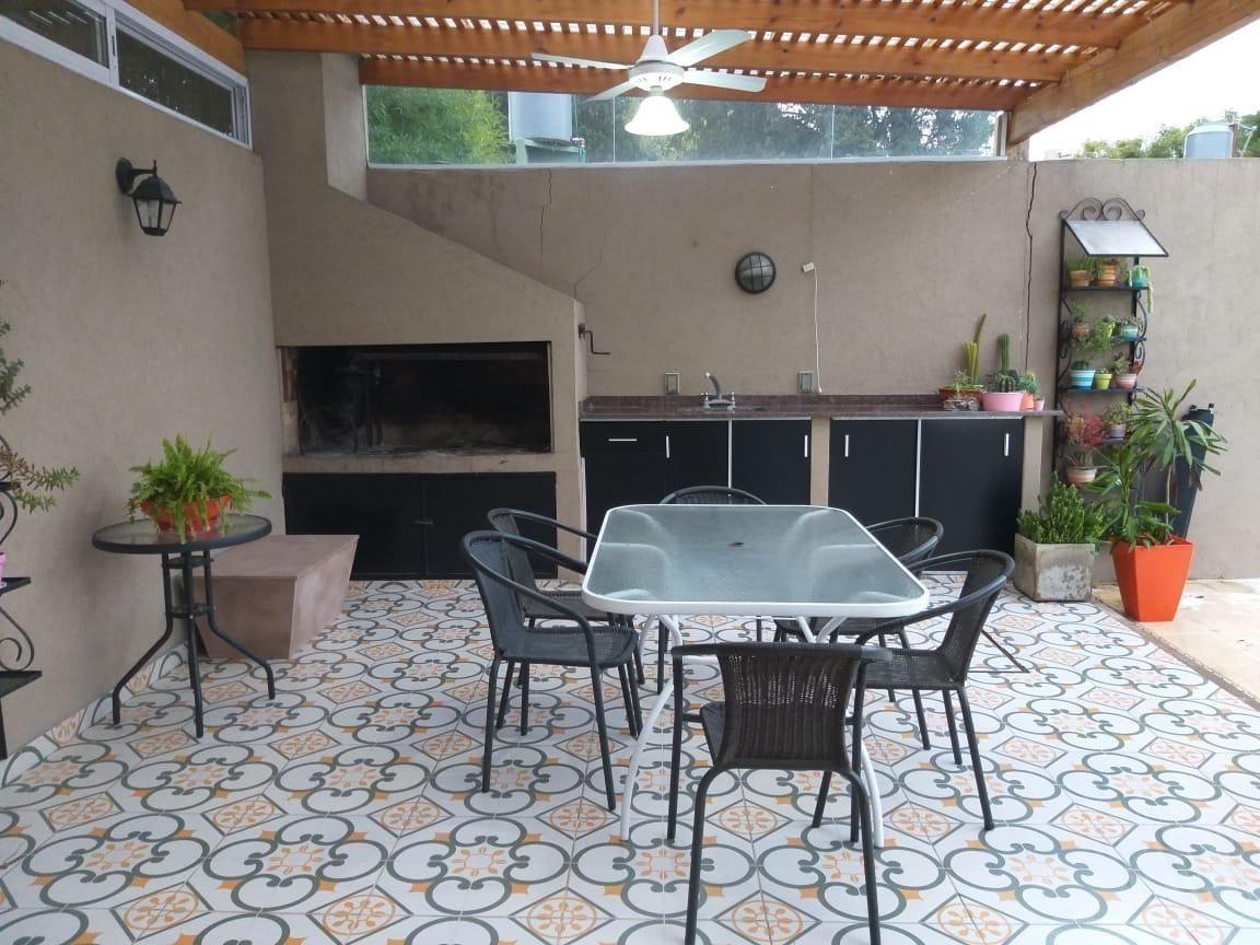 casa chalet en venta de 4 ambientes  c/ cochera, parrilla y piscina en muñiz