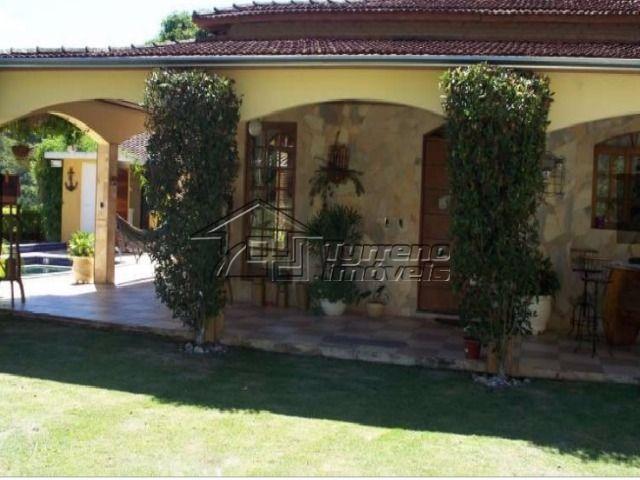 casa charmosa e com muito verde para receber os amigos