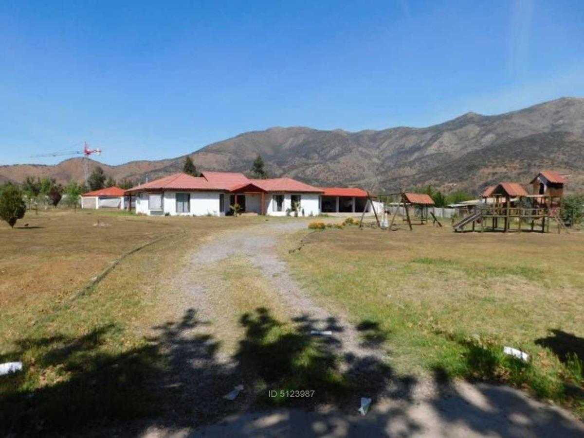 casa chilena con jardín formado