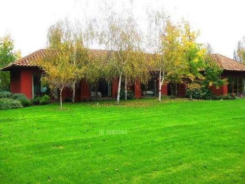 casa chilena dentro de condominio, cercano a san nicolas