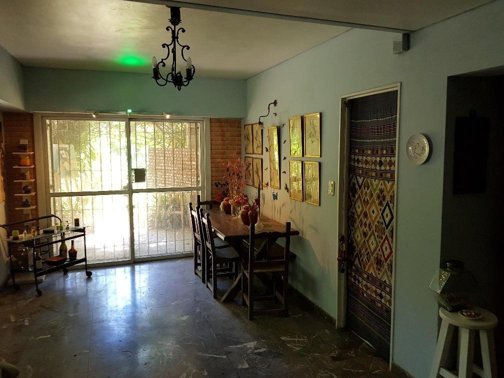 casa clásica con amplios ambientes, el triangulo