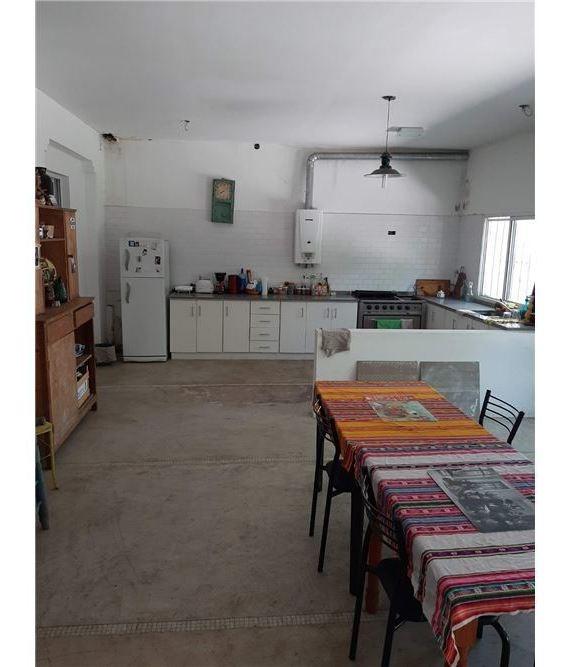 casa colonial 4 ambientes en lobos lote de 420 mt2