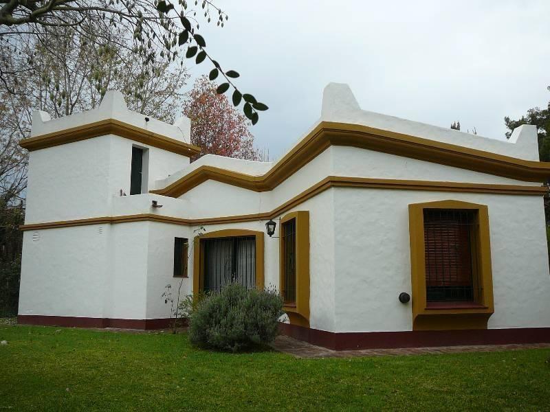 casa colonial impecable en un lindo lote parquizado en venta en barrio parque matheu