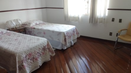 casa colonial no caiçara ,06 vagas , 04 quartos , 04 banhos