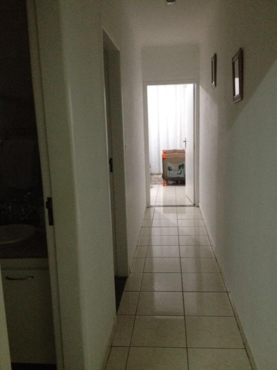 casa com 02 dormitórios e 02 vagas