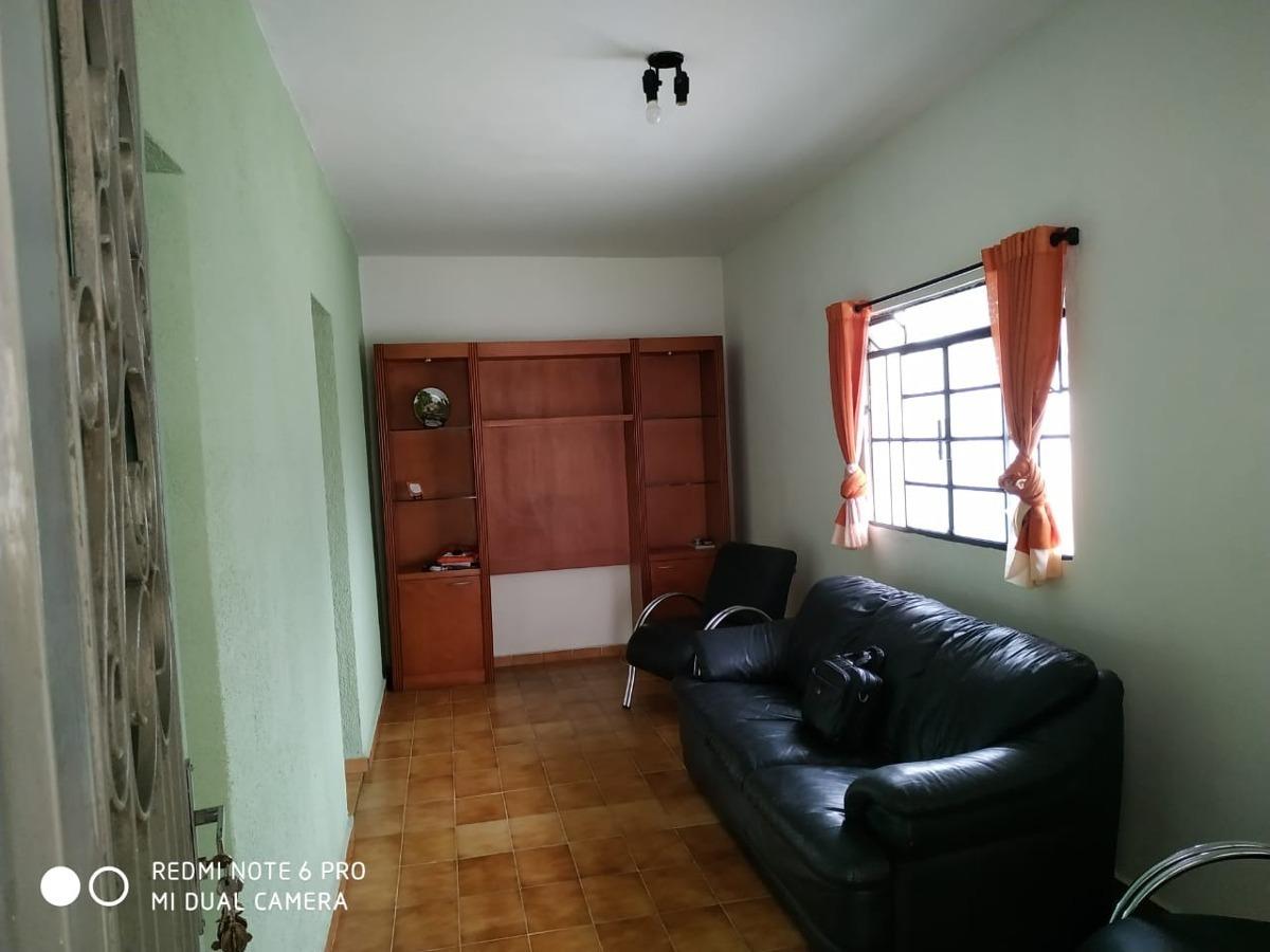 casa com 02 dormitórios; lavanderia; cozinha e garagem