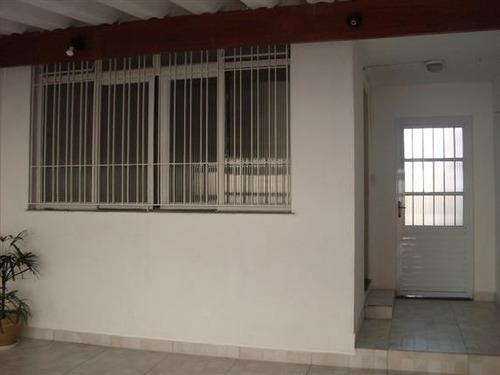 casa com 03 dormitórios, cozinha e 02 wc.duas vagas
