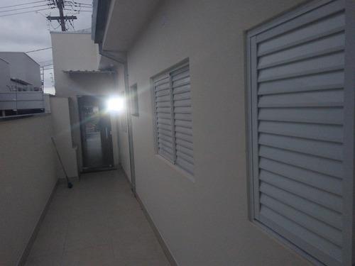 casa com 03 dormitórios, sala cozinha wc social cozinha .
