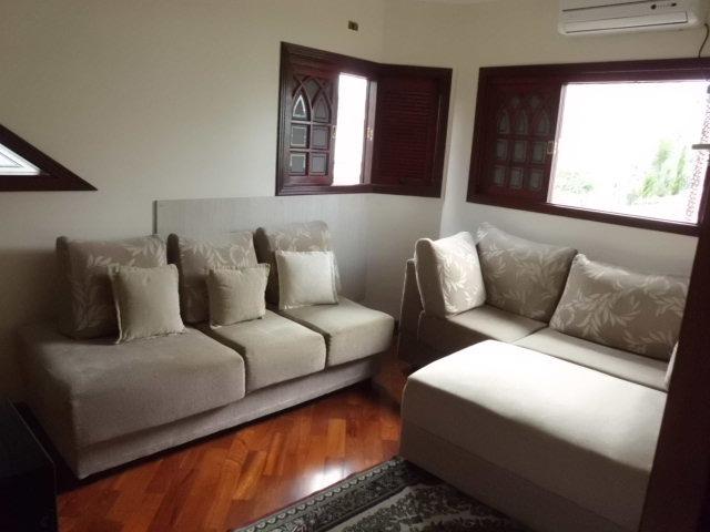 casa com 03 suites, 4 banheiros, espaço gourmet,sauna.