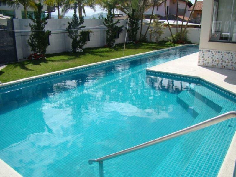 casa com 05 suítes, mobiliada, com 375 m², a 200 metros da praia de jurerê internacional - 29-im203138