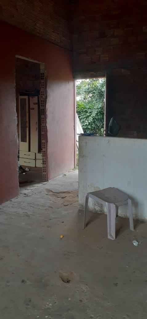 casa com 1 quarto 4×3 a sala conjugada o quintal tem os 7 mt