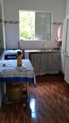 casa com 1 quarto na praia de itanhaém, e barata.