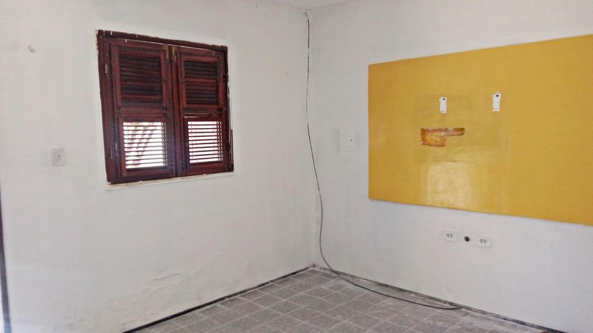 casa com 1 quarto - rua stenio gomes