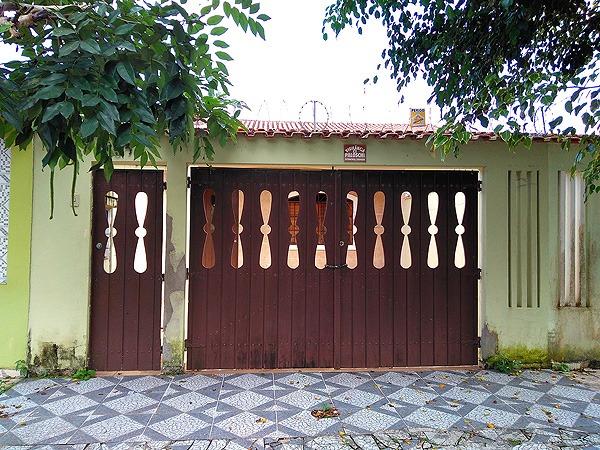 casa com 2 dormitórios, piscina e churrasqueira em itanhaem.