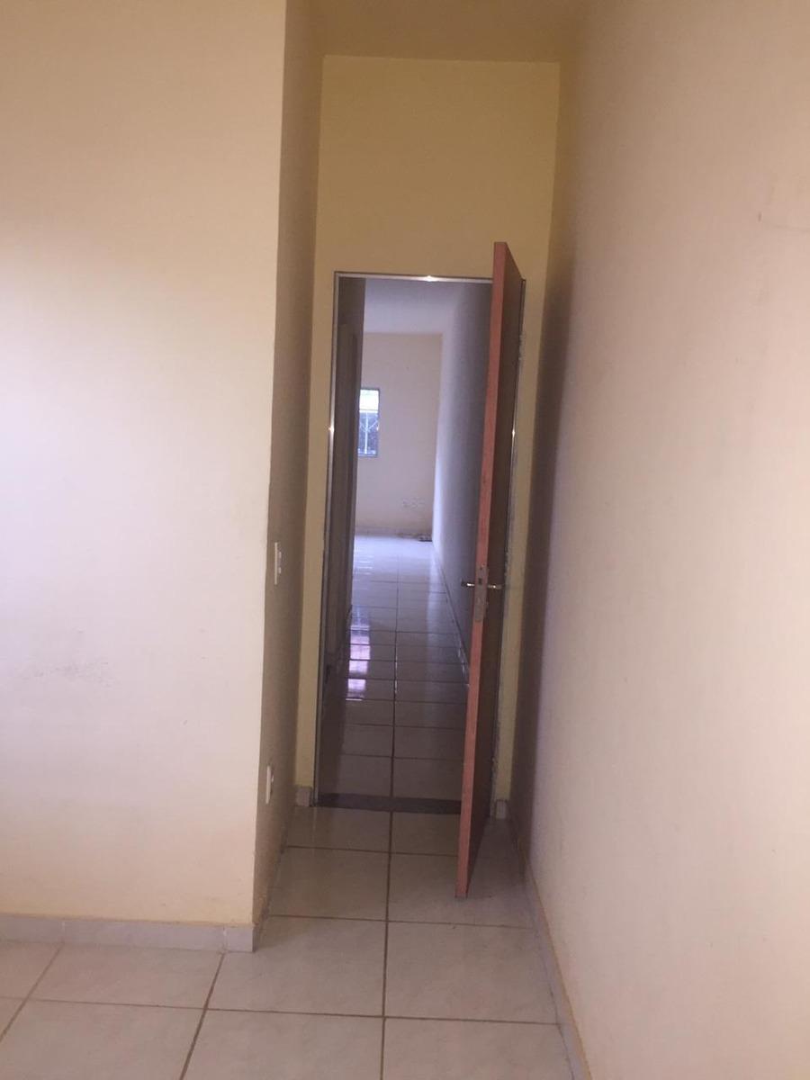 casa com 2 quartos 1 banheiro e garagem uma área churrasco
