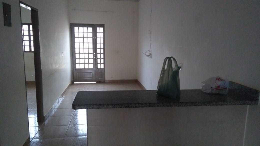 casa com 2 quartos ,1 banheiro,1 área de serviço