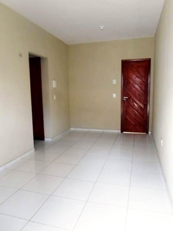 casa com 2 quartos, área de serviço, garagem