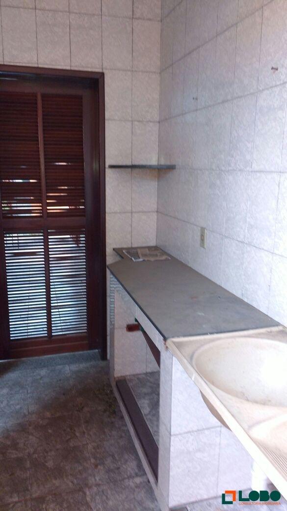 casa com 2 quartos, armário na cozinha - 67