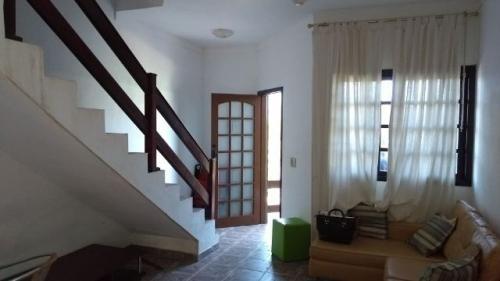 casa com 2 quartos, frente mar, em condomínio!