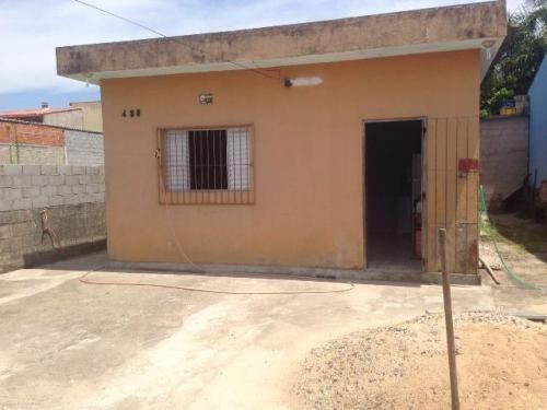 casa com 2 quartos lado praia, rua calçada, local de moradia