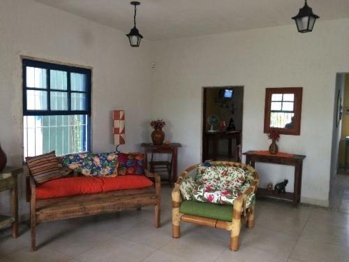 casa com 2 quartos na praia, estilo rústico, ampla!