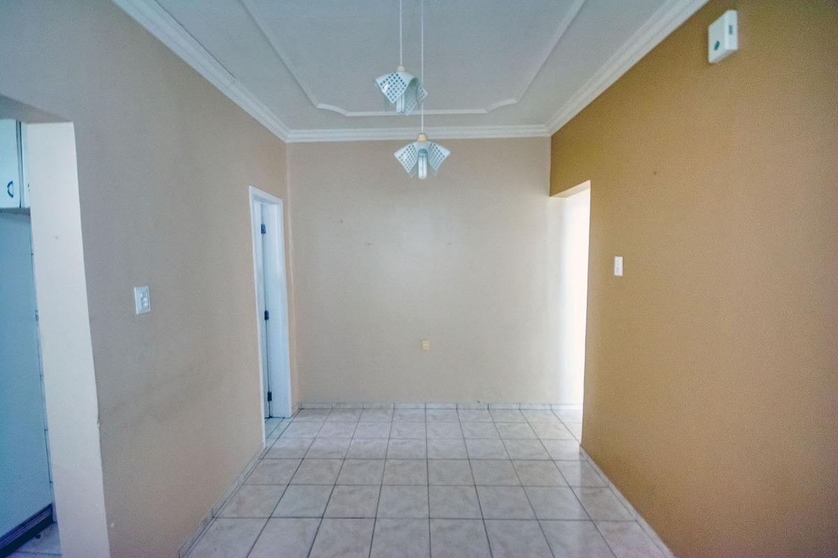 casa com 2 quartos no bairro de fátima, garagem