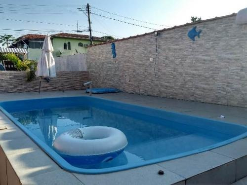 casa com 2 quartos, piscina, lado praia, aproveite!