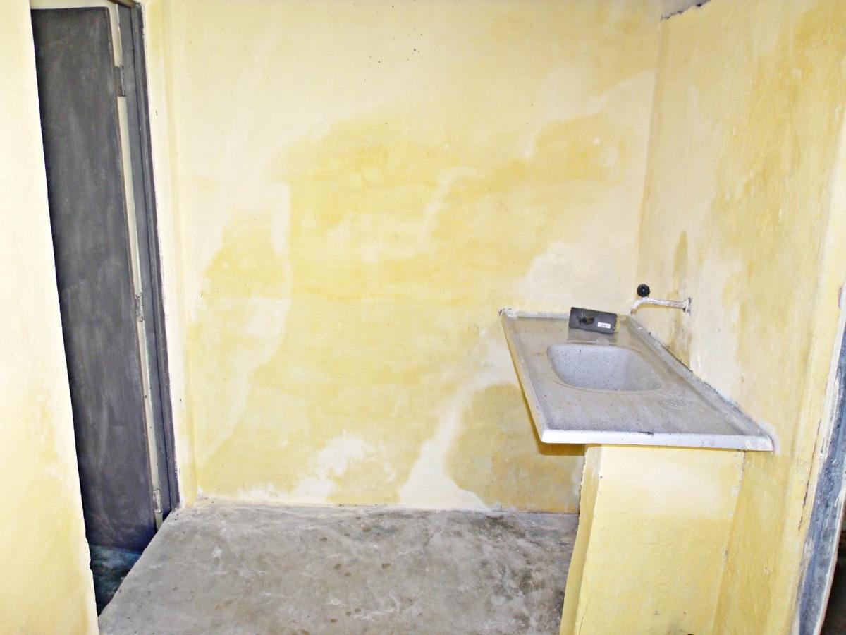 casa com 2 quartos, sala, área de serviço, banheiro social