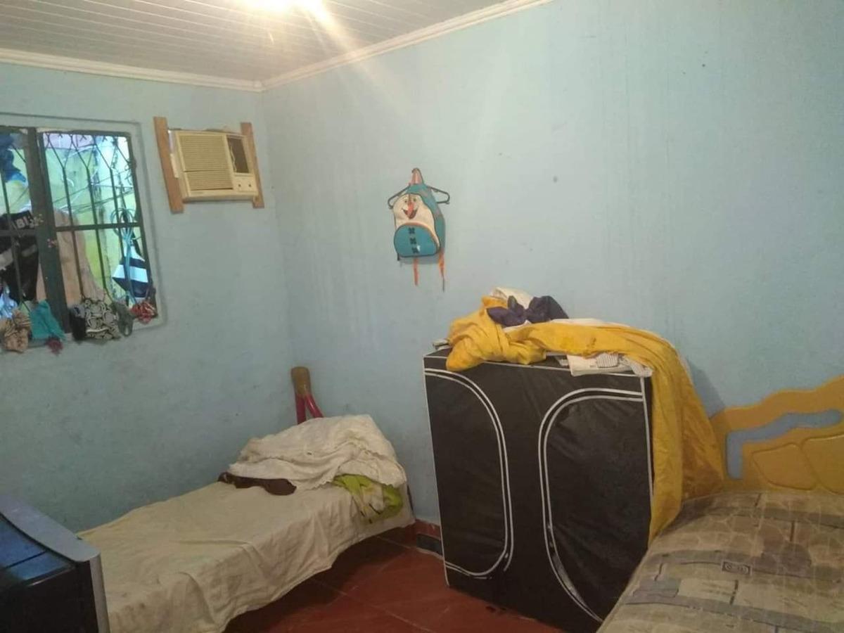casa com 2 quartos sala, cozinha, banheiro com blindex etc.