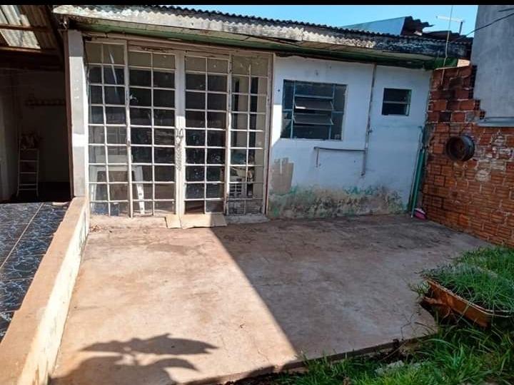casa com 2 quartos, sala cozinha banheiro,1 edícula no fundo