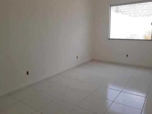 casa com 2\4 e uma suite
