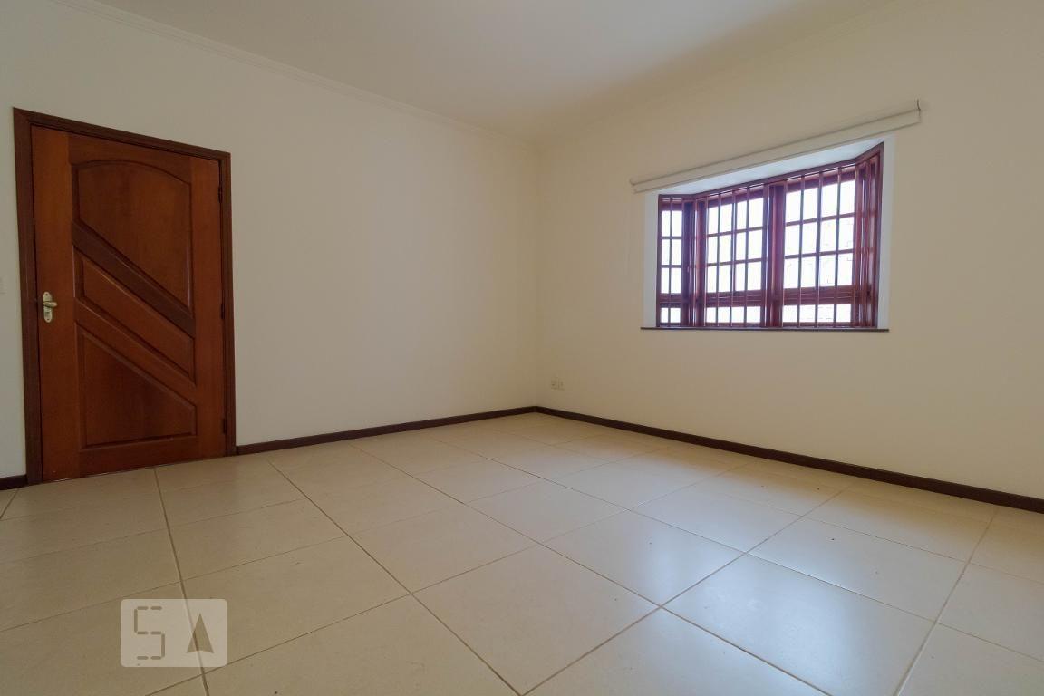 casa com 3 dormitórios e 4 garagens - id: 892973528 - 273528