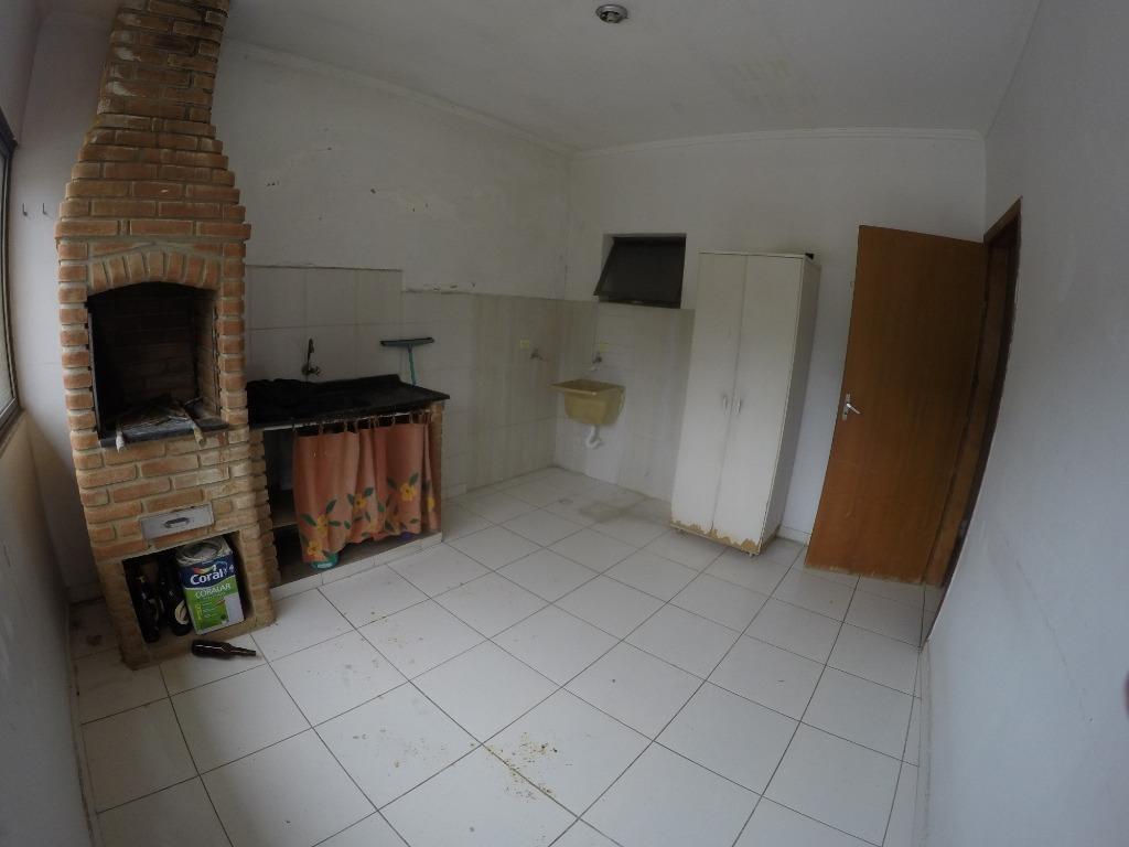 casa com 3 dormitórios sendo 1 suíte e churrasqueira para alugar, 125 m² por r$ 2.000/mês - canto do forte - praia grande/sp - ca0447