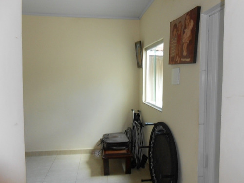 casa com 3 quartos , com 2 barracões , com 4 vagas de garagem - 1547