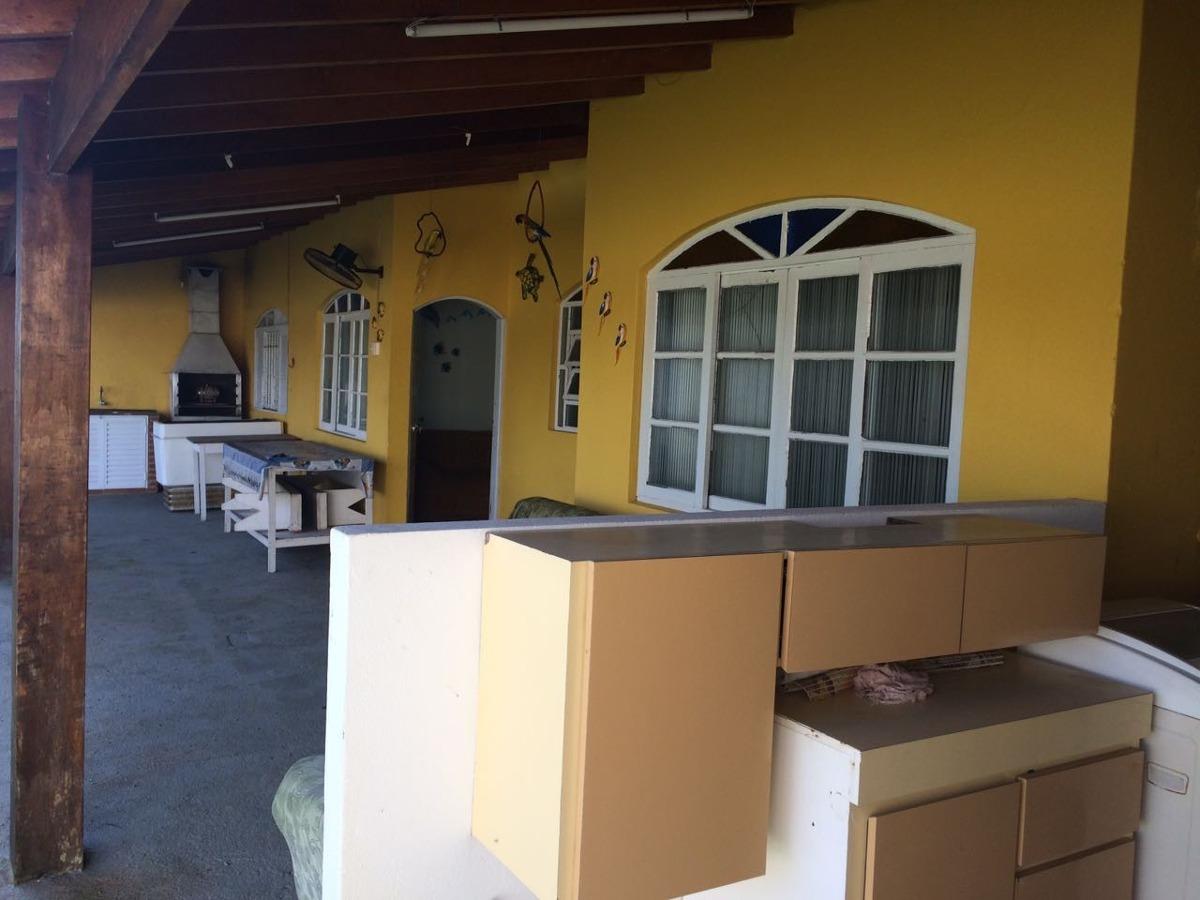 casa com 3 quartos na praia de itanhaém, 300 metros do mar.