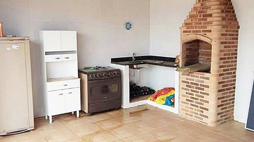 casa com 3 quartos ( sendo 1 externo), área de lazer com pis