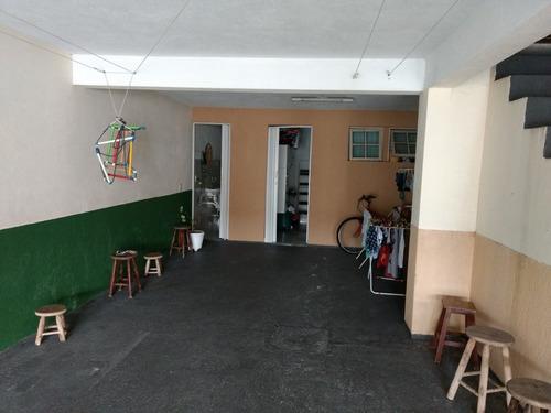 casa com 3 quartos, sendo uma suíte. garagem pra 4 carros.