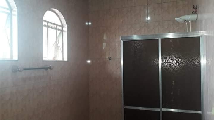 casa com 3 quartos sendo uma suíte lavanderia sala
