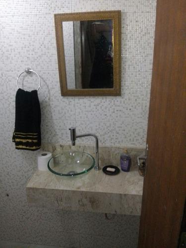 casa com 3 suites em local tranquilo