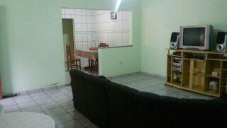 casa com 3 suites, sala, copa e cozinha, salão de jogos.