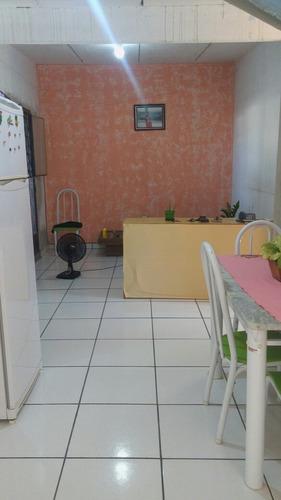 casa com 3/4 sala cozinha banheiro garagem quintal