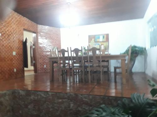 casa com 4 quartos , 6 banheiros , sala ampla, salão de fest