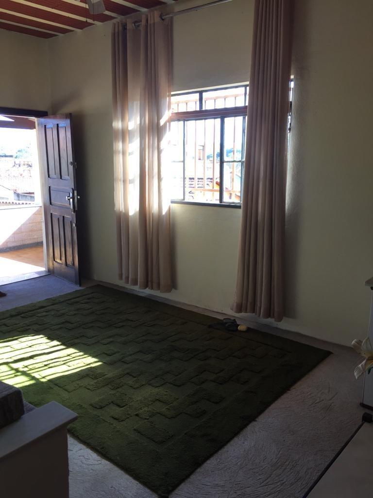 casa com 4 quartos e 2 banheiros, piscina, churrasqueira etc