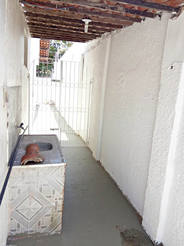 casa com 4 quartos no bairro joaquim távora, quintal,garagem