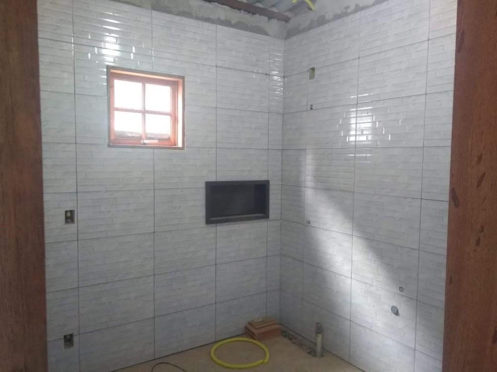 casa com 6 cômodos 1 banheiro vaga para 4 carros