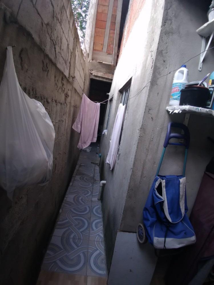 casa com ambiente tranquilo com  7 cômodos e 3 banheiros