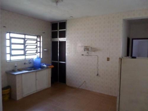 casa com cômodos amplos, lado praia, 2 quartos, quintal!