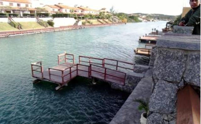 casa com deck em frente ao canal do marina porto búzios