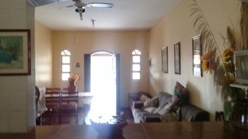 casa com escritura, 2 quartos, lado praia, terreno de 260 m²
